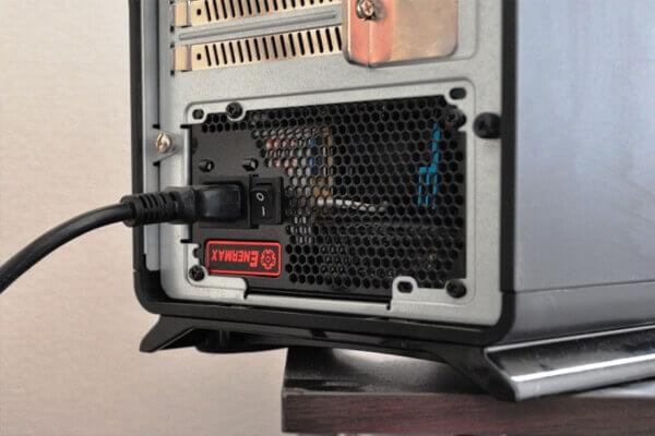 電源コードまたは電源ケーブル